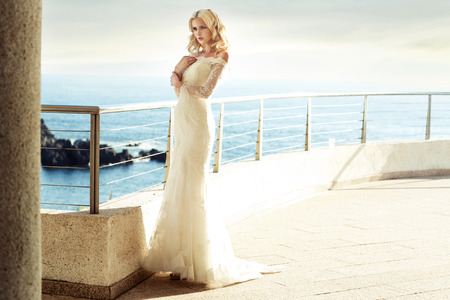 Photo pour Calm blond bride waiting for her beloved husband - image libre de droit
