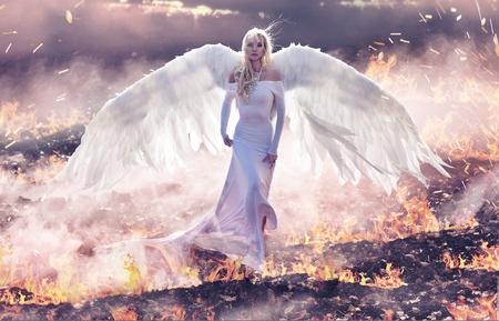 Photo pour Conceptual portrait of an angel walking on the hell flames - image libre de droit