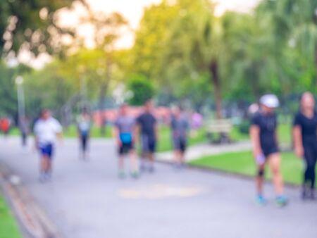 Foto de Blurred people walk, running in the park - Imagen libre de derechos