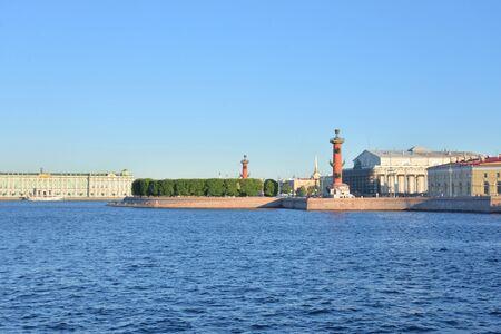 Foto de View of the Neva river and Arrow of Vasilievsky island n St. Petersburg, Russia. - Imagen libre de derechos