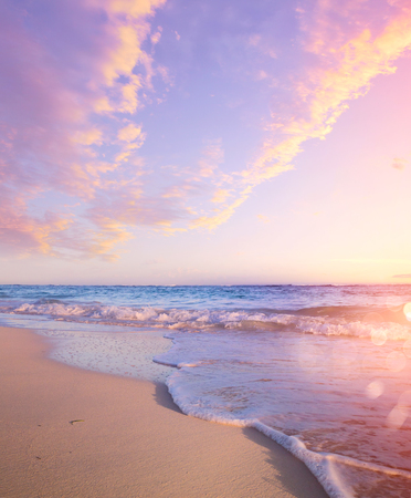 Photo pour Summer Beach Background - Beautiful Sand And Sea And Sunlight - image libre de droit