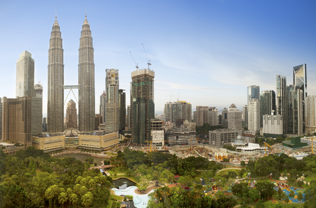 Photo pour Kuala Lumpur, Malaysia downtown city skyline. - image libre de droit