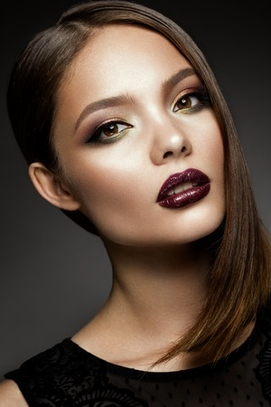 Foto de Beautyful girl with bright make up - Imagen libre de derechos