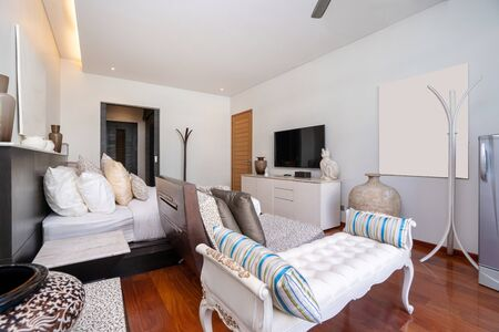 Photo pour Bedroom with ceiling fan of pool villa, house, home, condo and apartment - image libre de droit