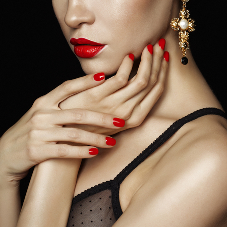 Photo pour Fashion studio photo of beautiful lady with red lips and nails - image libre de droit