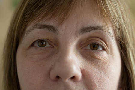 Photo pour Close up of senior woman face and eye. Eyes of an elderly woman with wrinkles on the eyelids - image libre de droit