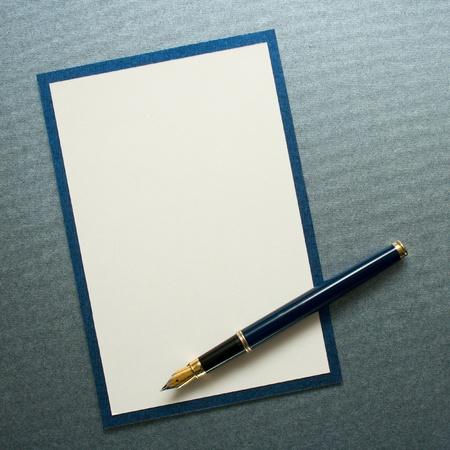 Photo pour Ink pen on paper card - image libre de droit