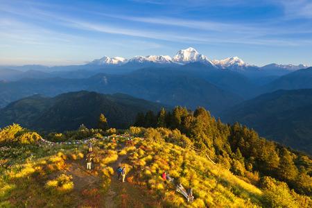 Photo pour The alpine landscape from poon hill, Nepal - image libre de droit