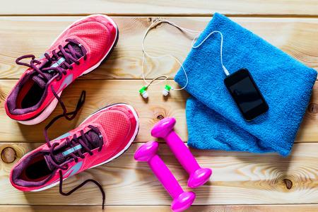 Photo pour Women's running shoes and dumbbells for training - image libre de droit