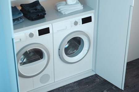 Photo pour Realistic white washing and dryer machines with laundry detergent and clothes above in modern bright interior. 3d rendering. Top view. - image libre de droit