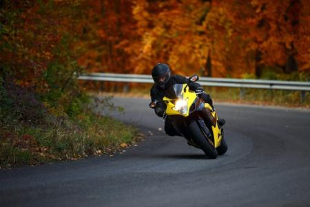 Photo pour man riding with speedbike in autumn - image libre de droit