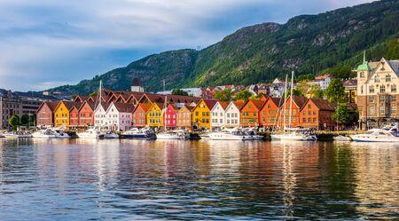 Photo pour Bergen, Norway - July 05 2018: View of historical buildings in Bryggen- Hanseatic wharf UNESCO World Heritage Site - image libre de droit
