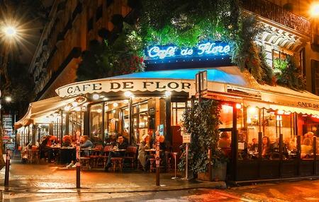 Foto de The famous cafe de Flore at rainy night, Paris, France. - Imagen libre de derechos