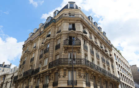 Photo pour Traditional French house with typical balconies and windows. Paris. - image libre de droit