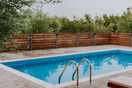 Photo pour Swimming pool at luxury villa, Crete, Greece - image libre de droit