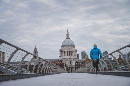 Foto de London marathon concept photo. Runner training on Millennium Footbridge, St Paul's Cathedral in background.. - Imagen libre de derechos