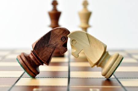 battle of chess jumpers, Kings look for the fight