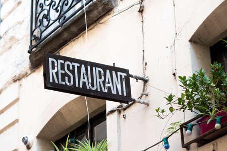 Photo pour Vintage restaurant signboard on a tenement house. - image libre de droit