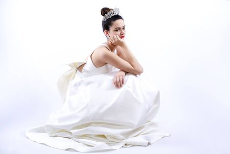 Photo pour sad and worried dark-haired bride hesitating in her wedding day - image libre de droit