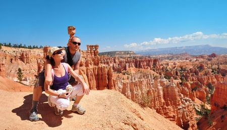 Couple look out on the Bryce Canyon