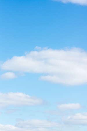 Photo pour blue sky with flying white light clouds - image libre de droit