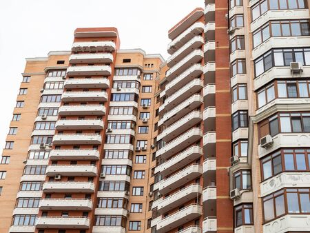 Photo pour urban multi-storey residential building in Moscow city - image libre de droit