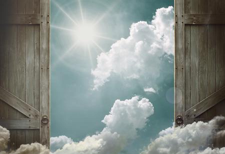 Photo pour wooden doors open to heaven sky - image libre de droit