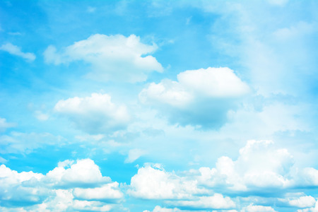 Photo pour Bright summer sky - background - image libre de droit