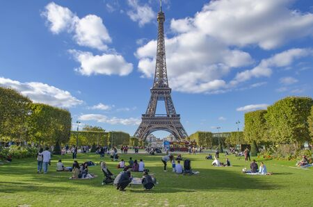 Photo pour FRANCE, PARIS, OCTOBER, 2018 Eiffel tower in Paris, France - image libre de droit