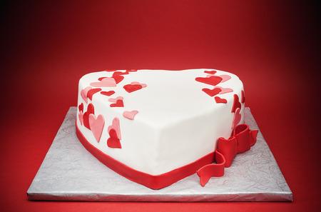 Photo pour Details of a cake in shape of heart. - image libre de droit