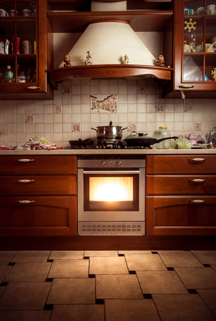 Photo pour Interior photo of country style kitchen with hot oven - image libre de droit