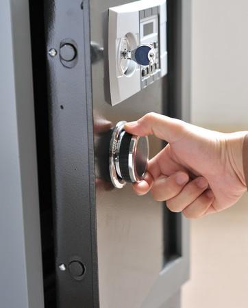 Photo pour Open door of safe box with digital lock - image libre de droit