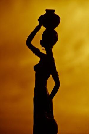 Photo pour African woman figure silhouette. Woman holding jar on her head - image libre de droit