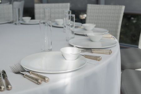 Photo pour Event white restaurant table served and wait for guests. - image libre de droit
