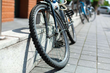 Photo pour Bicycle strapped to the fence. Bicycle parking. - image libre de droit