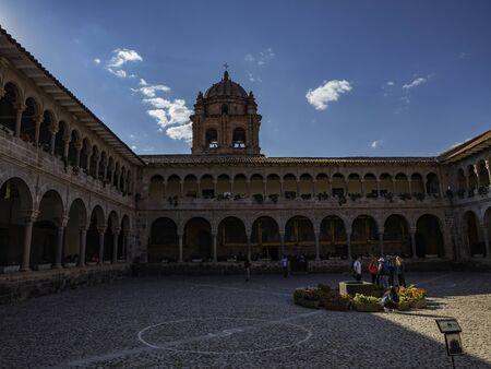 Foto de Inner courtyard or Cloister of the Convent of Santo Domingo, City of Cusco, Peru - Imagen libre de derechos