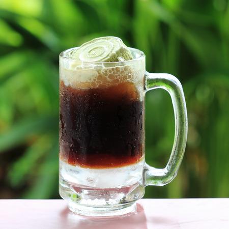 Foto für Root beer float a tasty summer treat on Green tree backgroun - Lizenzfreies Bild