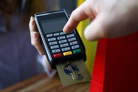 Photo pour Male hand cuonter push button on modern POS terminal against shop background. Fast payment concept. - image libre de droit