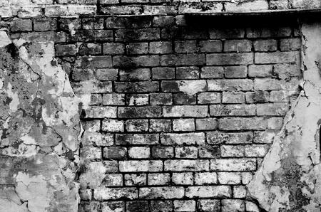 Foto de Old brick wall forming a frame (in black and white) - Imagen libre de derechos