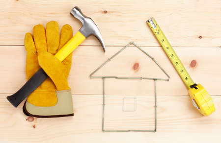 Photo pour Hammer and ruler over wood plank.  Renovation  - image libre de droit
