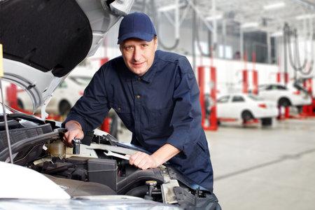 Photo pour Professional auto mechanic  - image libre de droit