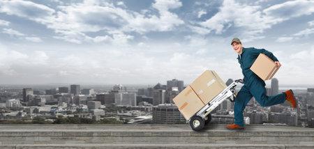 Photo pour Running Delivery postman  - image libre de droit