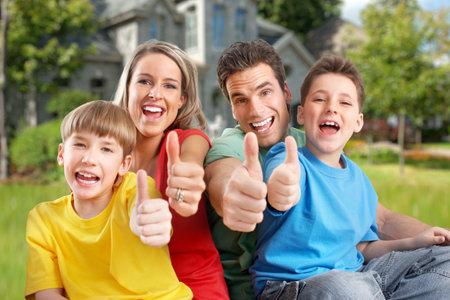 Foto de Happy family near new house. - Imagen libre de derechos