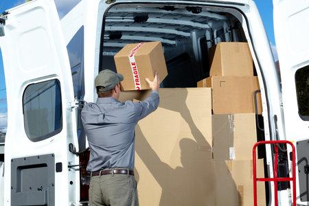 Foto de Postman with parcel box. - Imagen libre de derechos