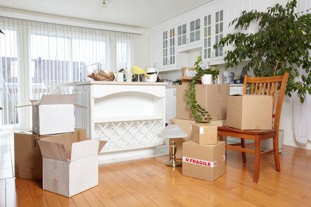 Foto de Moving boxes in new house. - Imagen libre de derechos