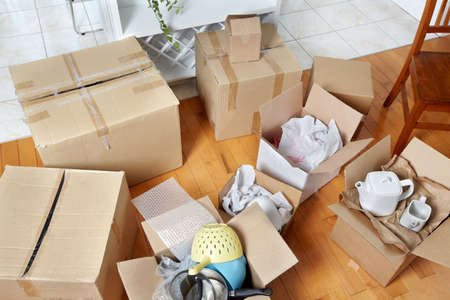 Photo pour Moving boxes in new house. - image libre de droit