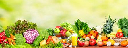 Photo pour Fresh organic vegetables over green background. Healthy diet. - image libre de droit