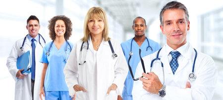 Photo pour Group of medical doctors over hospital background. Health care. - image libre de droit