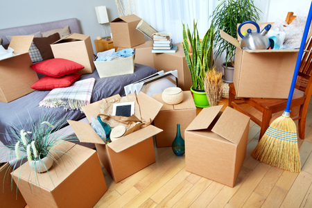 Photo pour Moving boxes in new house. Real estate concept. - image libre de droit