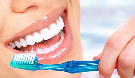 Photo pour Beautiful woman smile with healthy white teeth. Dental health care. - image libre de droit